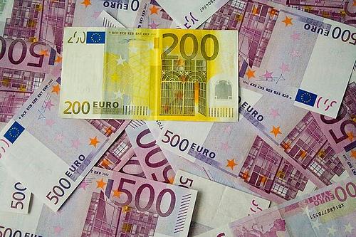 Foto: Euro - creştere de 0,02% faţă de leu
