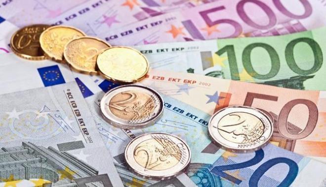 Foto: Euro atinge un nou nivel record, de 4,6679 lei