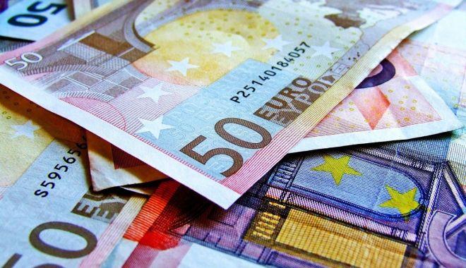 Foto: Euro a trecut pragul psihologic de 4,7 lei