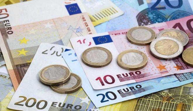 Foto: Euro a câștigat 0,17% în lupta cu leul