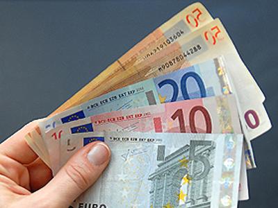 Foto: Moneda naţională se depreciază