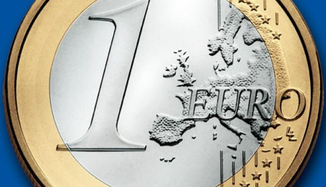 Foto: BCR: Euro ar putea ajunge la 4,5 lei in 2012!