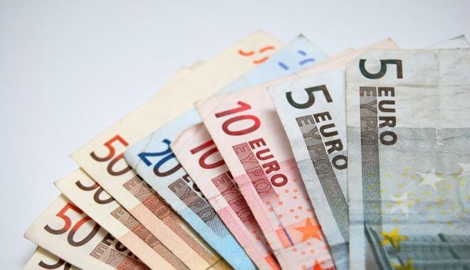 Foto: Euro îşi continuă aprecierea