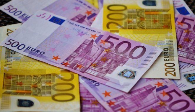 Foto: Dezastru pentru leu. Ce se întâmplă cu moneda euro
