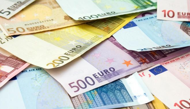 Foto: Euro, la nivelul minim din ultimele opt săptămâni