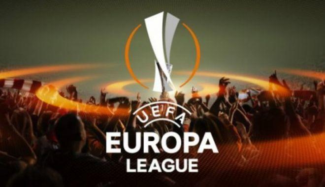 Foto: SUPORTERII, CU SUFLETUL LA GURĂ! Tragerea la sorţi 16-imi Europa League