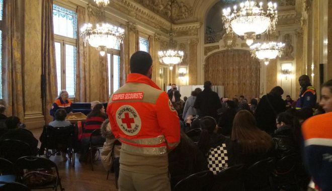 Foto: Evacuare de urgenţă la Paris. Peste 1.800 de persoane afectate