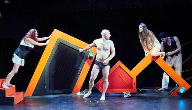 """Foto: Piesa lui Matei Vişniec se joacă la Teatrul de Stat Constanţa. Istoria comunismului, povestită pentru """"bolnavii mintal"""""""