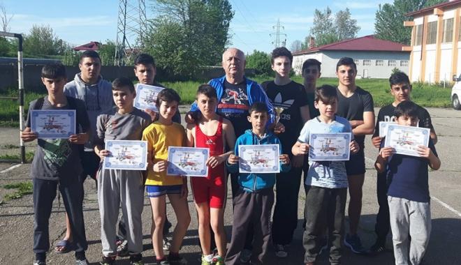 """Foto: Rezultate excelente pentru luptătorii constănţeni la memorialul """"Victor Popescu"""""""