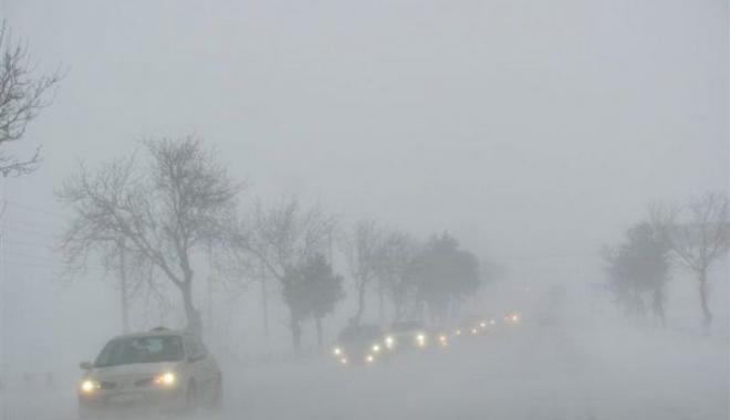 Foto: Mai mulţi români au fost blocaţi din cauza ninsorilor