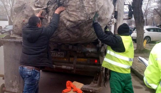 Foto: Cunoaşteţi persoane care colectează peturi ori deşeuri reciclabile? Alertaţi autorităţile!