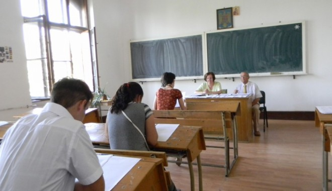 Foto: Candidat din Constanţa, eliminat din examen pentru tentativă de fraudă