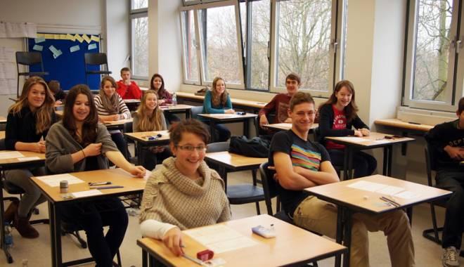 """Foto: Se apropie focul examenelor Cambridge la Liceul """"Călinescu"""""""