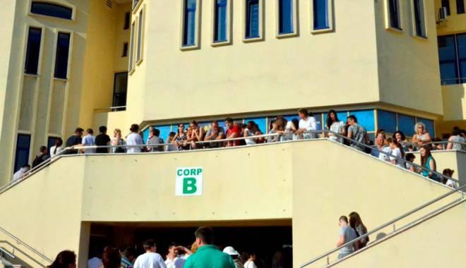Foto: Examenele de admitere închid porţile