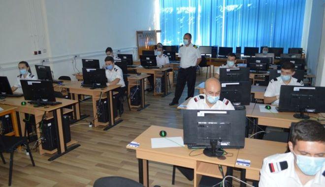 Foto: Examene la Academia Navală. Licența susținută în săli, disertația online și admiterea după media de la Bac