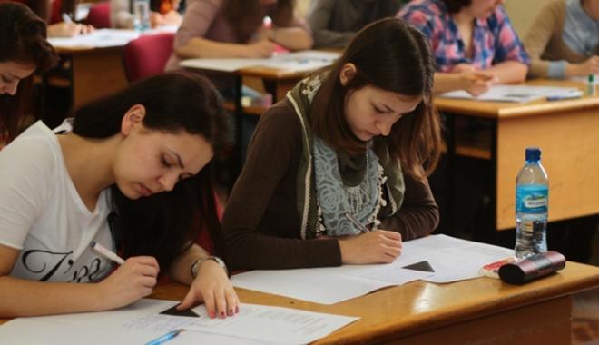 Foto: Mâine începe simularea probelor scrise ale examenelor naţionale