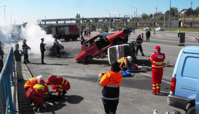 Foto: Interven�ie de Cod Ro�u.  15 victime �n urma unui accident  pe autostrad�
