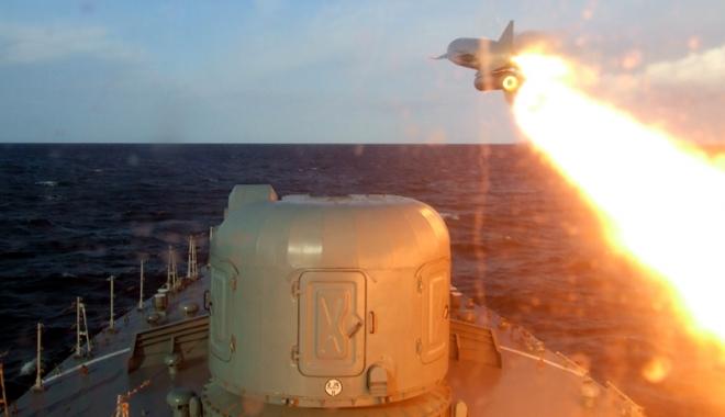 Foto: Exerciţiu naval cu trageri de luptă, alături de francezi