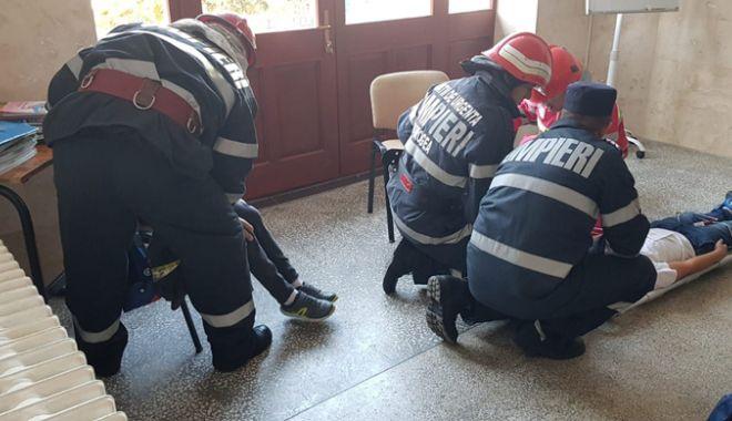 Foto: Şcoală lovită de meteoriţi.  Scenariu apocaliptic la Cernavodă!
