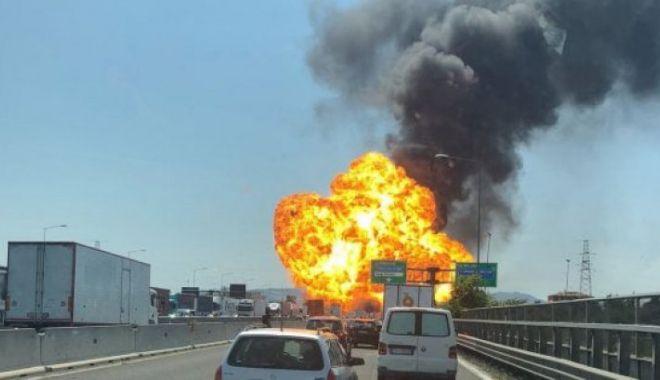 Foto: GALERIE FOTO-VIDEO / Explozii violente în lanț lângă aeroportul dn Bologna