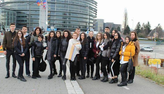Experiențe naționale  și internaționale pentru elevii Liceului Teoretic