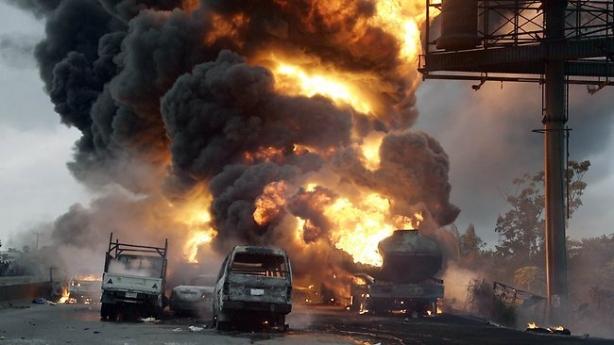 Foto: Scene șocante! Peste 100 de persoane au ars într-o explozie cumplită