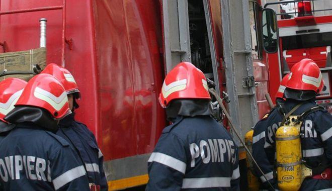 Foto: Explozie de butelie, la Costineşti. UN BĂRBAT A DECEDAT