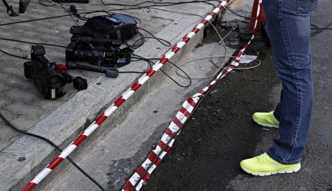 "Foto: Explozie la o televiziune din Atena. Oficialii greci vorbesc despre ""un atac la adresa democraţiei"""