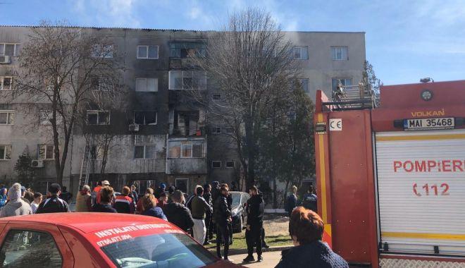 Foto: Explozie într-un apartament din Medgidia. Intervin pompierii