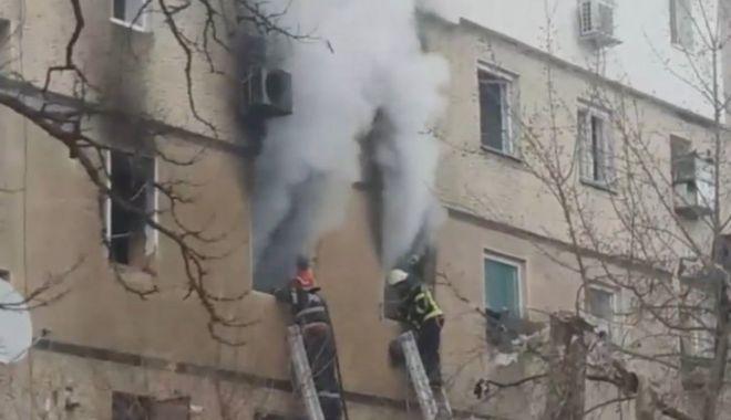Foto: VIDEO. UPDATE: Victima exploziei dintr-un bloc, transferată la Bucureşti
