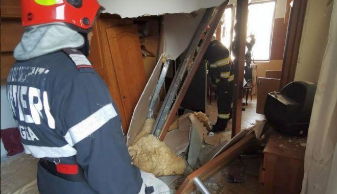 Foto: Explozie într-un bloc din Constanța. Trei persoane, în stare gravă la spital