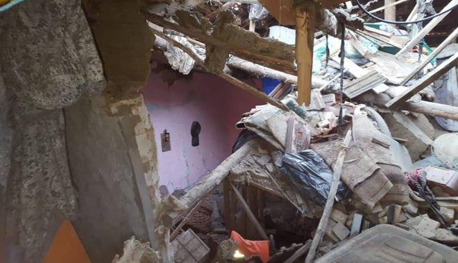 Foto: EXPLOZIE! 20 de persoane au rămas fără casă, după ce un bătrân a încercat să-şi ia viaţa cu un spray