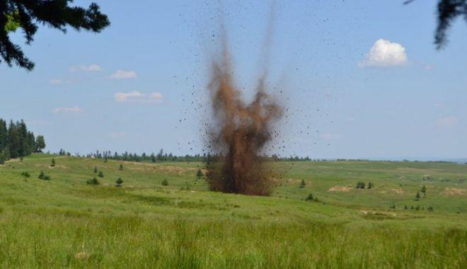 Bombă de aviație de 50 de Kg, descoperită pe un drum intens circulat - exploziecontrolata157222900-1566907578.jpg