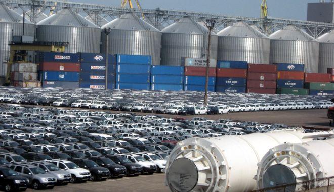 Foto: Exporturile cresc, dar importurile le întrec