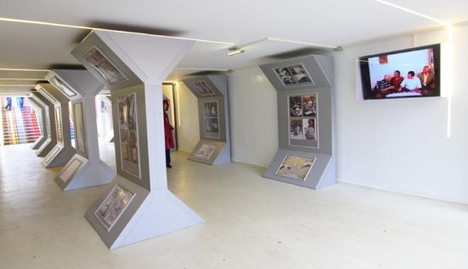 """Foto: Expoziţia """"Structuri"""" promovează valorile estetice ale artei"""