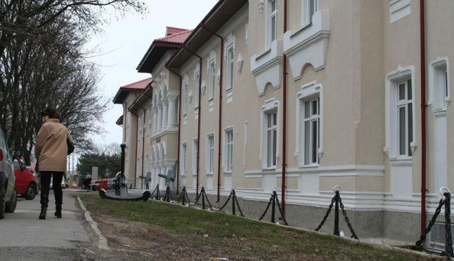 Foto: Dr. Corina Vicolov expune la Muzeul Marinei