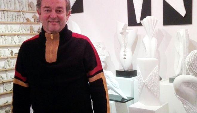 Foto: Sculptorul Marian Sava expune la Muzeul de Artă