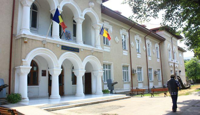 Expoziţie de pictură la Muzeul Marinei Române - expozitie-1623778188.jpg