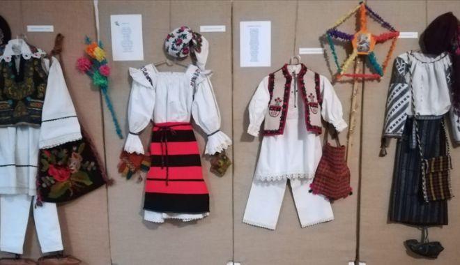 Foto: Expoziție de sărbători, la Muzeul de Artă Populară din Constanța