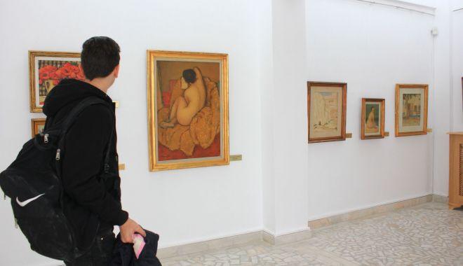 Foto: Expoziţie de grafică la Muzeul de Artă Constanţa