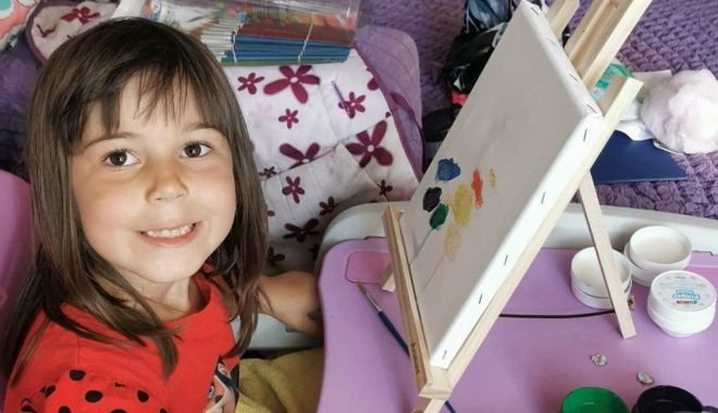 Foto: Cum arată universul copilăriei, în ochii unei artiste de 4 ani