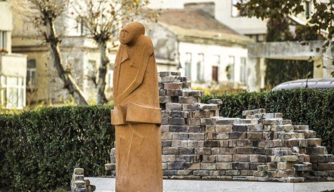 """Expoziție permanentă de ceramică monumentală pe faleza """"Esplanada"""" din Constanța"""