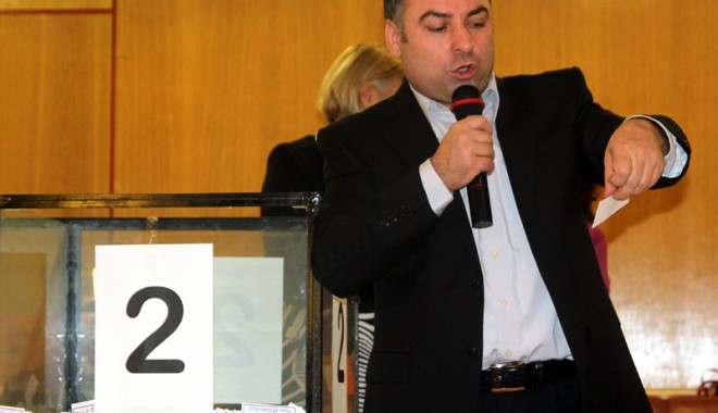 Foto: Primarul Nicolae Matei a făcut fericiţi alţi 300 de năvodăreni