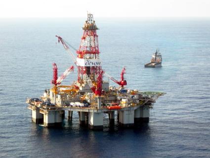 ExxonMobil  şi OMV Petrom încep forajul sondei  Domino - 2 - exxon-1405965613.jpg