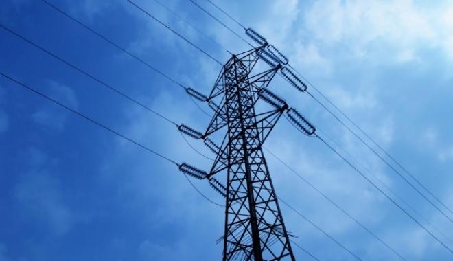 Foto: Iarnă în aprilie / Vântul a rupt liniile electrice. Localitate din Constanţa, fără electricitate
