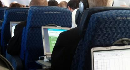 Foto: Lufthansa reintroduce internetul la înălţime