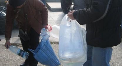 Foto: Constănţenii au reciclat PET-uri pentru salvarea Mării Negre