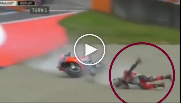Foto: ACCIDENT TERIBIL! A pierdut controlul motocicletei la 350 de kilometri pe oră. VIDEO ŞOCANT