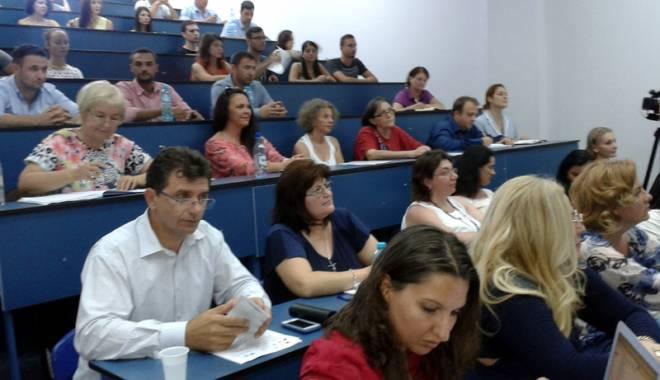 Foto: Dezbateri pe tema legăturii dintre teorie şi practică în kinetoterapie