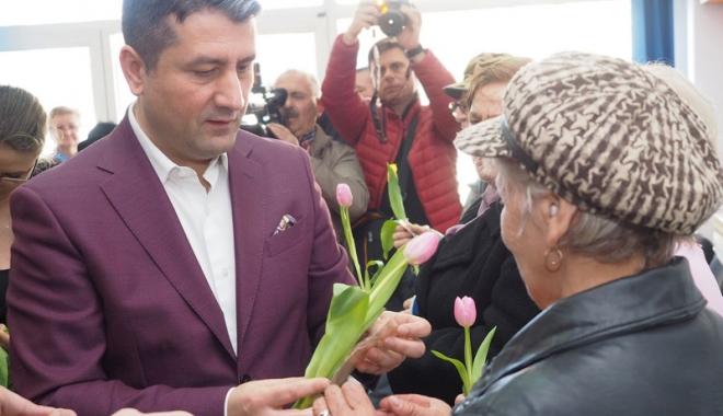 Foto: Primarul Decebal Făgădău  a inaugurat un nou club pentru pensionari